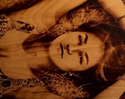 портрет на дереве на заказ в Симферополе
